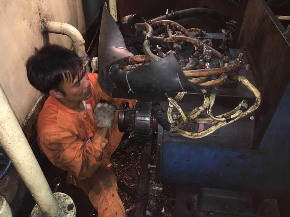 Engine overhaul in Cam Pha